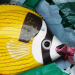 Foto: Plastikfisch im Plastikschrott