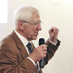 Foto: Dr. Franz Alt bei seinem Vortrag
