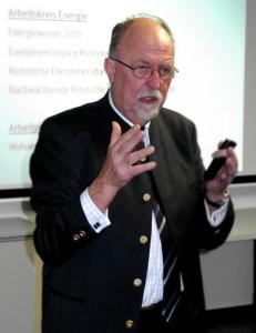 Bürgermeister Miachel Pelzer bei seinem Vortrag
