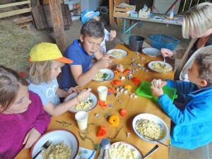 Foto: Kinder beim Essen