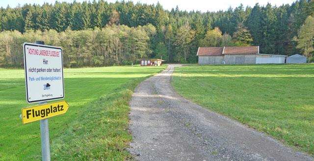 Achtung! Leichtflugzeuge bei Langenried südlich von Peiting!