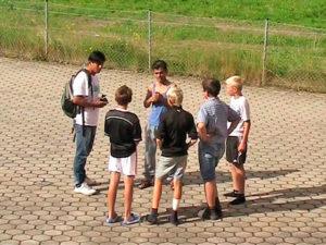 Foto: Schüler auf Pausenhof