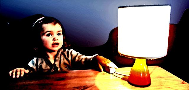 Foto: Kind mit Lampe