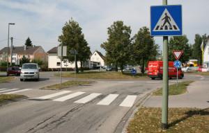 Klar geregelt, der Kreisverkehr in Kaufering. Fußgänger haben immer Vorrang!